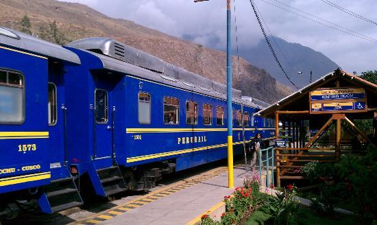 El Albergue Ollantaytambo: Train outside