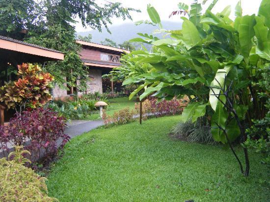 Hotel El Silencio del Campo: hotel grounds