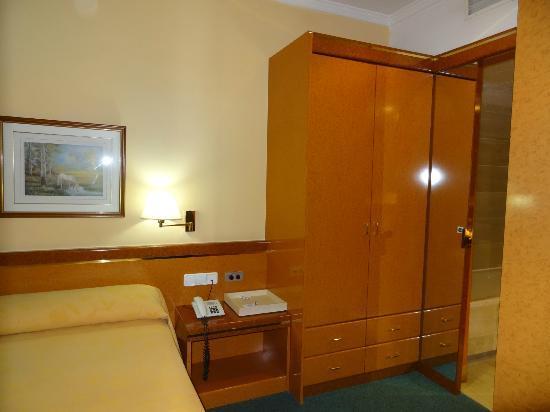 Acacia Suites : chambre