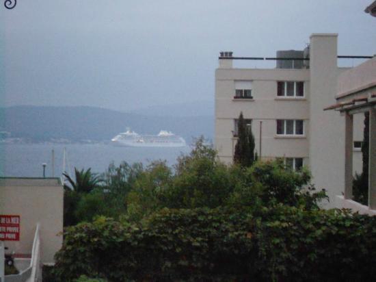 Hotel Royal Bon Repos: Le Bateau de Croisière COSTA vu de ma chambre