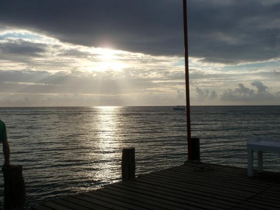 Occidental Cozumel: dock at beach