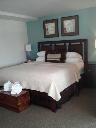Old Harbor Inn: The bedroom