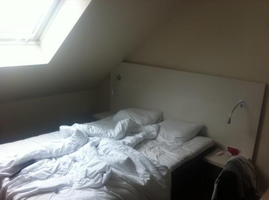 Thon Hotel Astoria: chambre minuscule sous les toits