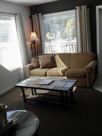 Old Harbor Inn: Livingroom