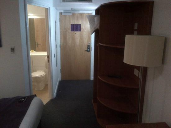 Premier Inn London Twickenham East Hotel: Spacious room