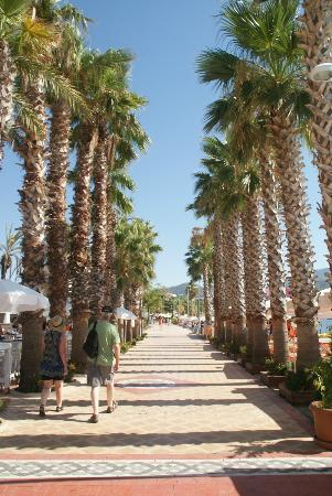 Kayamaris Hotel : Promenade par la plage