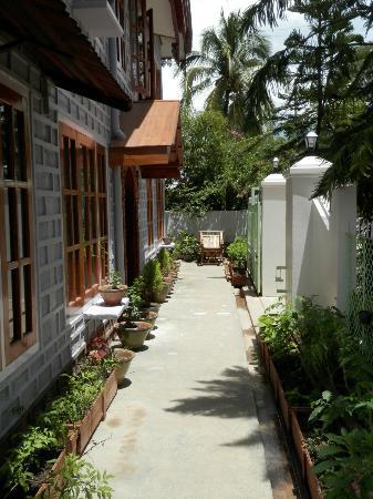 Golden Empress Hotel: Front entrance