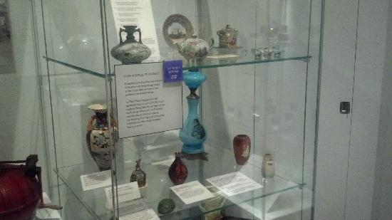 Missouri History Museum: Sample of art glass from the 1904 World's Fair