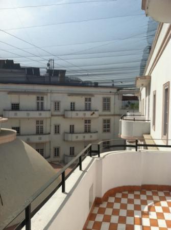 Vivanta Ambassador, New Delhi: The Balcony