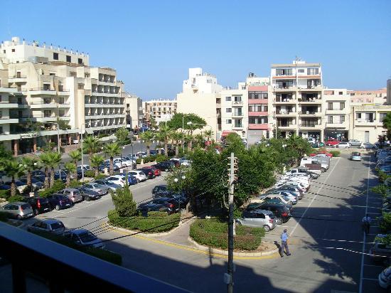 Euroclub Hotel: Large car park.