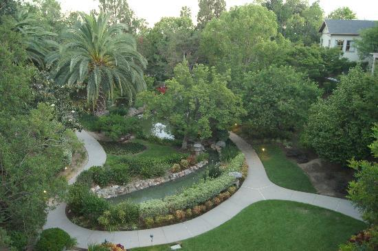 The Langham Huntington, Pasadena, Los Angeles: Very well maintained landscape!