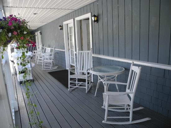 The Shire Woodstock: view of the veranda
