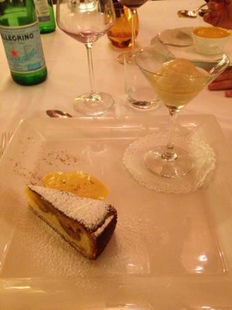 La Bossola : torta di fichi freschi con gelato alla pera bagnato da calvados.