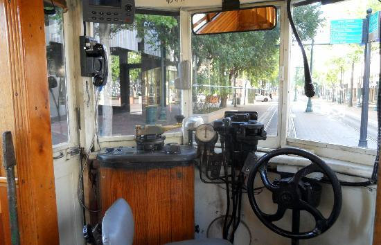 Madison Hotel: Memphis Trolly - on Main Street and Madison Avenue
