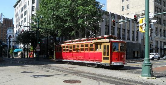 ‪‪Madison Hotel‬: Memphis Trolly - on Main Street and Madison Avenue‬
