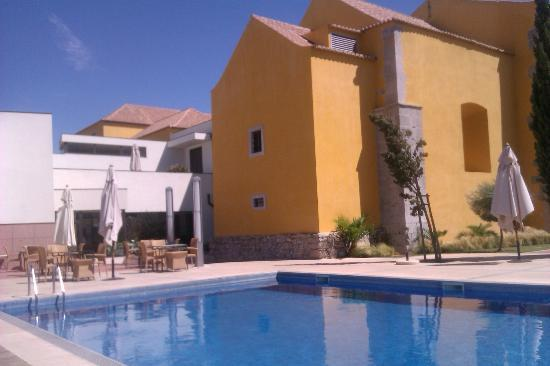 Pousada de Tavira Historic Hotel: Near pool area and tables by pool for lunch