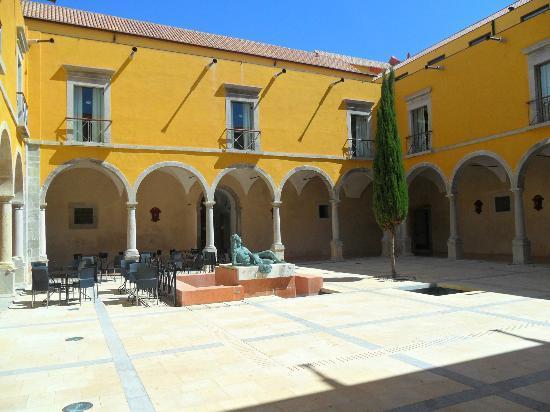 Pousada de Tavira Historic Hotel: Courtyard for breakfast, lunch, dinner & drinks