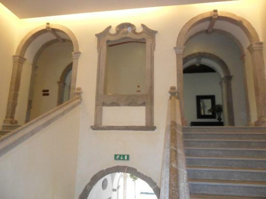 Pousada de Tavira Historic Hotel: Fantastic staircase, down both sides