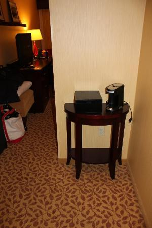 Portland Marriott at Sable Oaks: cute side table for coffee maker
