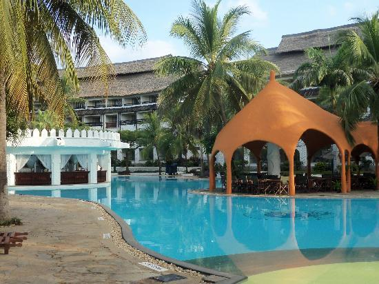 Southern Palms Beach Resort: Part of the pool