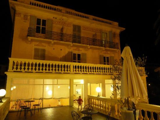 Hotel de la Plage: hotel del la plage by night