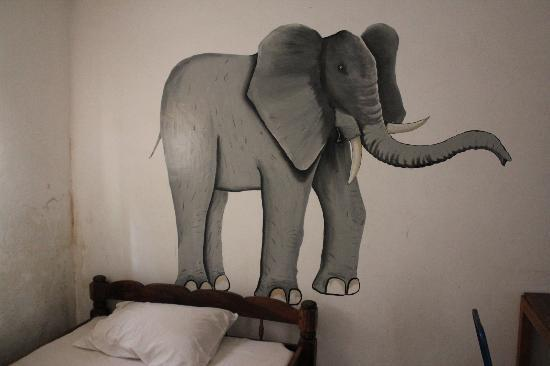 Amans Paradise Hotels : Individuella rum med handmålade motiv