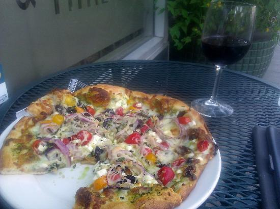Great Pacific Wine and Coffee Co. : Achilles' Heel Pizza