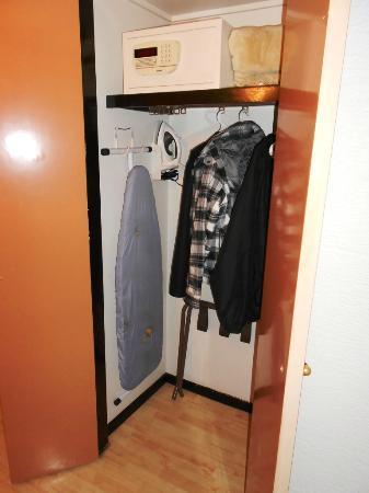 Hotel PF: Ropero y caja de seguridad