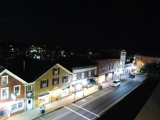 Lord Camden Inn: View from balcony at night