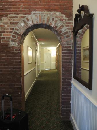 Lord Camden Inn: Hallway