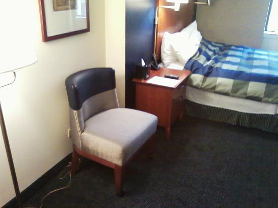 Club Quarters Hotel, Central Loop: Chair in room