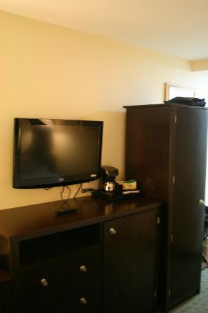 Ramada Long Island City: Front from bed