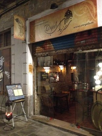 Ziryab Vinos y Tapas Fusio: Try this tremendous nice restaurant out :-)