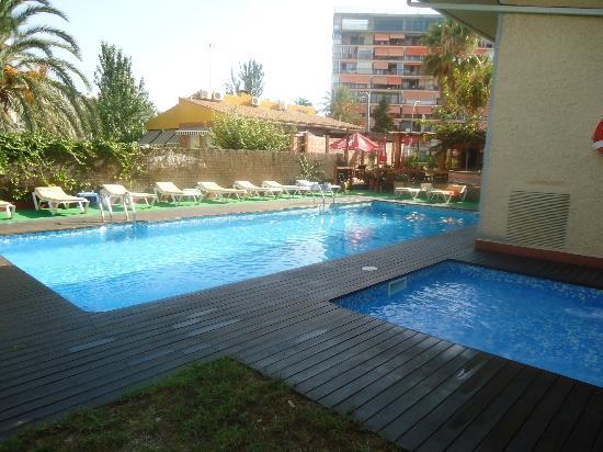 Hostal Mont Royal: piscine
