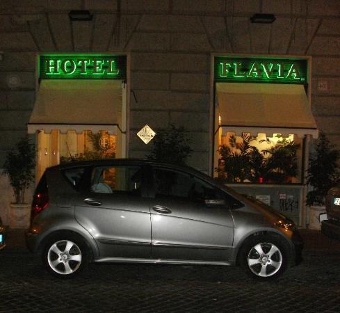 Hotel Flavia: Front door