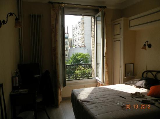 Parc Hotel Paris : Window and view