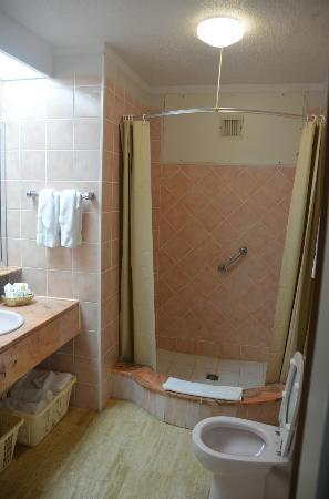 Royal Islander Club La Plage: Room 2204 1 Bedroom Unit - Bathroom