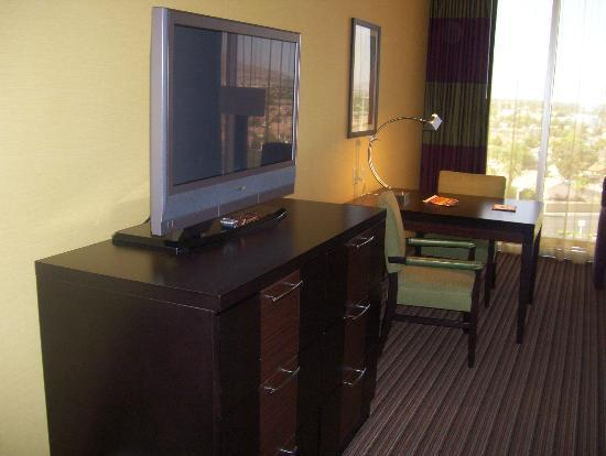 Eastside Cannery Casino & Hotel: TV