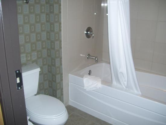 Eastside Cannery Casino & Hotel: bathroom