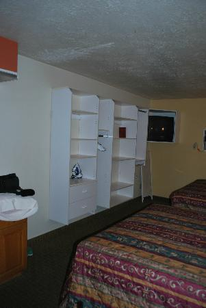 Coronada Inn and Suites: Lots of shelving to organize belongings. This helped us keep clean clothes separated from dirty