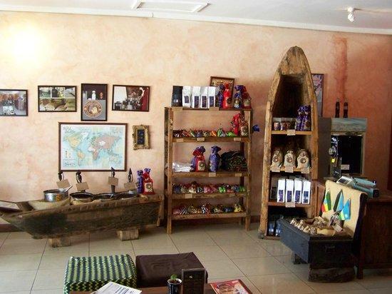 Msumbi Coffees: Decor