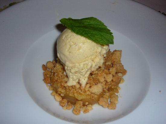 Bistrot L Ancienne Auberge 1900 : crumble de pomme avec ça glace vanille bourbon