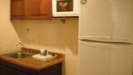 Suites Colonial: habitacion que tiene cocineta