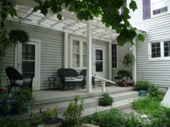 Staveleigh House Bed and Breakfast: A peaceful side porch