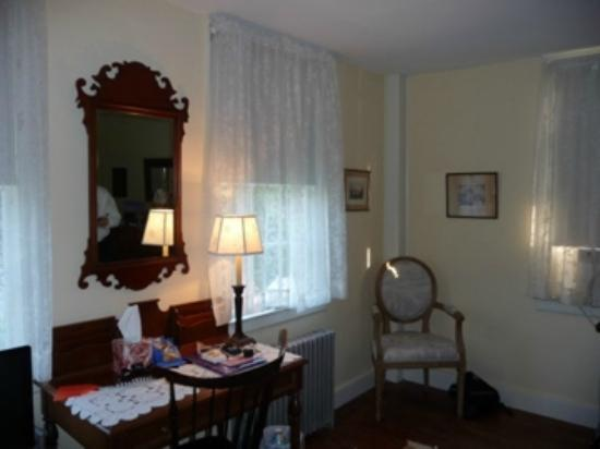 Staveleigh House Bed & Breakfast: Our charming upstairs room