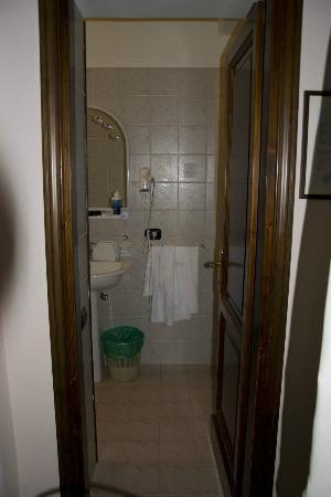 Hotel Residence Sant'Uberto: entrata del bagno