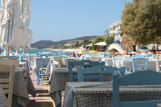 Hotel Asterias: having lunch next to the sea