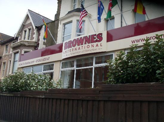 Brownes hotel: Front of the hotel