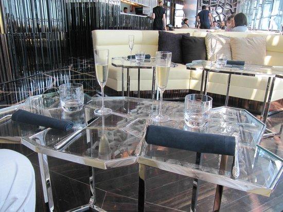 Ozone Bar at The Ritz-Carlton, Hong Kong: Brunch table set up