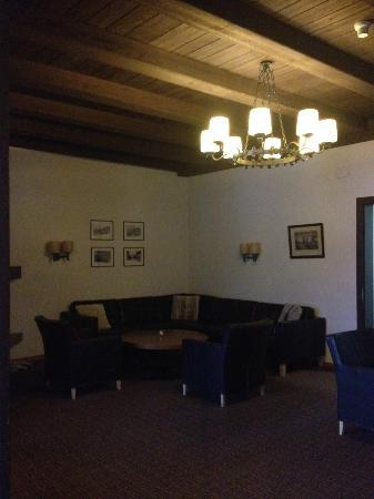Hotel Jungfrau: The Lounge area